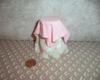 1:12 Scale Dollhouse Miniature Timeless Rose Side Table