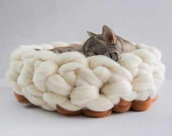White Orange Chunky cat bed, Woollen chunky knits pet bed, Pet furniture, Knitted wool pet accessories, Cat cave, Kitty furniture
