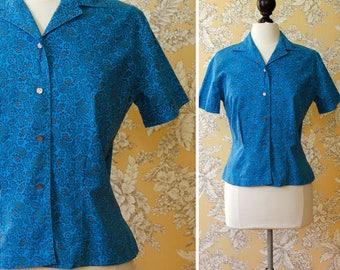 vintage 1960s blouse <> 1960s blue cotton print top <> 60s paisley print shirt <> short sleeve cotton 60s blouse
