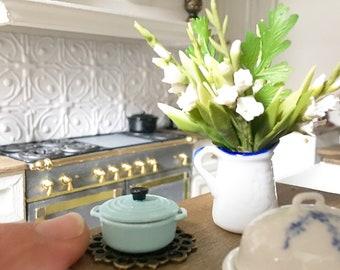 Miniature cast iron casserole - pale blue - mini Le Creuset - Dollhouse - Diorama - Roombox - 1:12 scale