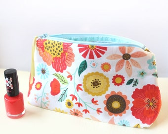 Floral Makeup Bag, Retro Style Cosmetic Bag in Roots and Wings Fabric, Colourful Accessory Organiser, Small Zipper Make Up Pouch