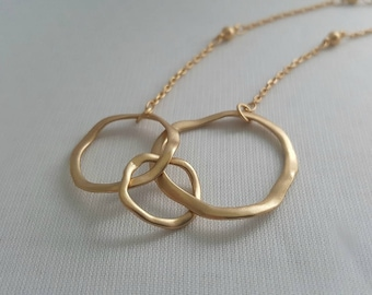 Triple Circle Necklace in Satin Hamilton Gold