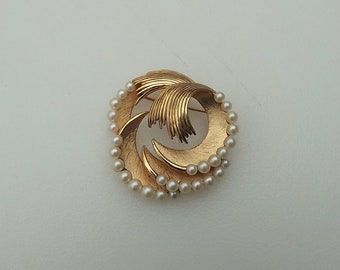 Vintage Trifari Gold And Pearls Brooch 3D Crescent Moon Swirls 1960's Pin