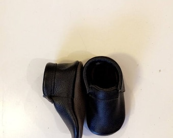 Plain and Simple Moccs Black