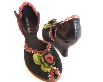 Two Lips High Wedge Sandals Peep Toe Crocheted Unique Women's 8.5 Excellent