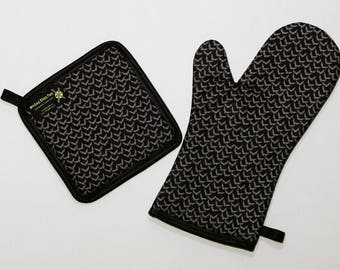 Mini Bats Oven Mitt and Pot Holder, Halloween Housewares, Sets and Singles, Black and Gray, Goth Punk Kitchen
