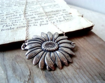 Silver Daisy Necklace Flower Jewelry Floral Necklace Mothers Day Art Nouveau Style Summer Jewelry Spring Gifts Under 40
