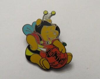 Disney DLR Halloween  Pooh Bee Carving Pumpkin Pin