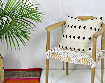 White Mudcloth Pillow Cover with Black Triangles / African Textile Bogolanfini Minimalist Geometric Ethnic Black White Cream Throw Cushion