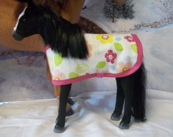 And for the smaller ponies ... Reversible barn blanket for the smaller foals and colts in your AG doll's barn. Ready to ship. Perfect gift!
