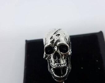 Skull lapel pin silver
