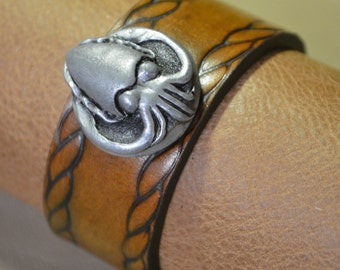 Cuttlefish Bracelet with Rope Border