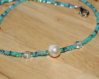 Rough pearl and blue seedbead necklace