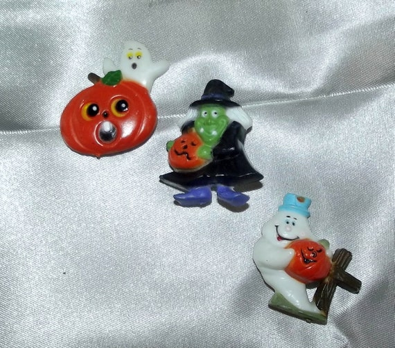 Puppy Bows ~ vintage resin witch ghost pumpkin button covers halloween buttons