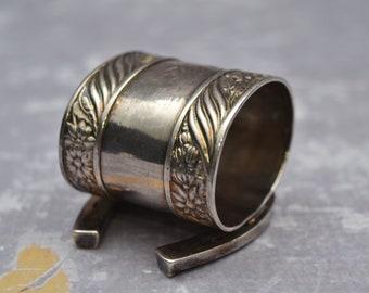 Quadruple Plate Silver Figural Napkin Ring - Horseshoe