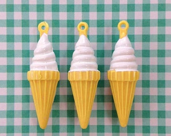 6 Vanilla Ice Cream Cone Charms Vintage Plastic Charms Frozen Treats Soft Serve Miniatures Gumball Charms for Kids