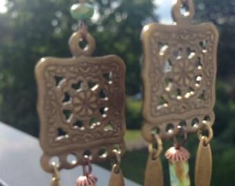 Earrings in brass and Czech beads