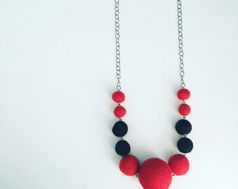 Berwyn Felt Necklace in Red / Black, Long Layering Necklace, Graduated Felt Ball Necklace, Color Block, Modern Chunky Jewelry, Gift for Mom