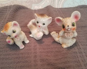 Beige mouse and cats playing spaghetti look figurines