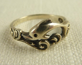 Size 8 Vintage Sterling Dolphin Ring