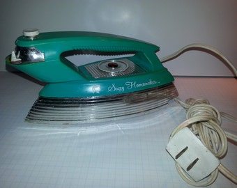 Vintage Susy Homemaker iron clothing iron play toy