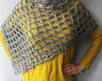Crocheted poncho, handmade cape, woollen poncho, handmade poncho, crocheted cloak, crocheted mantle. Made in Italy. Mother's day gift.
