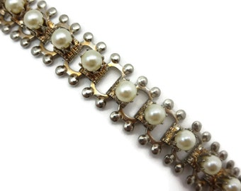 Book Chain Bracelet - Faux Pearls