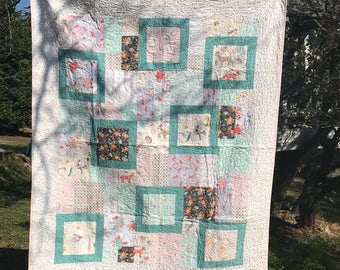 Quilt, lap quilt, throw quilt, girl quilt, low volume quilt, shabby chic quilt