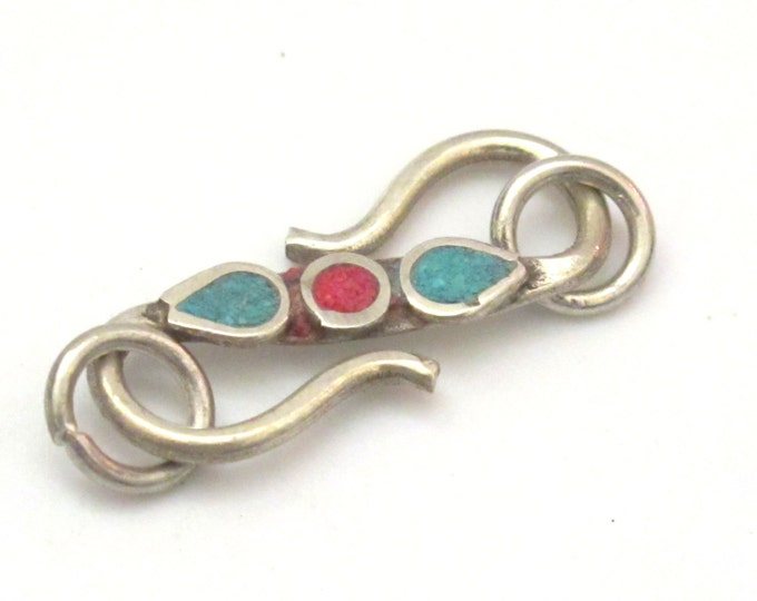 1 clasp - S hook Brass clasp from Nepal with turquoise and coral inlay - BD604H