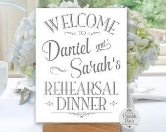 Signe Bienvenue dîner de répétition imprimable gris, personnalisé avec un nom, #REH1A