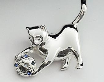 Silver Kitten with Yarn Brooch