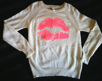 Simple Fuzzy Kiss sweater