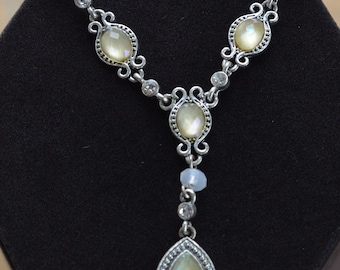 """AVON Pale Yellow, Clear Faux Crystal """"Y"""" Necklace, Silver tone, Vintage, 15-1/2"""" (H5)"""