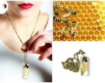 Honey bee necklace Real insect jewelry Hand made pendant with real insect and white flowers Resin jewelry
