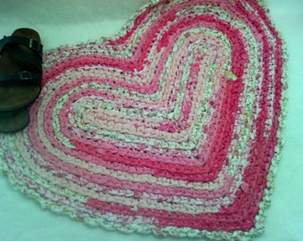 "Rag Rug - Heart Shaped Crocheted Rug  - 32"" x 26"" - Pink and White Rag Rug ~ Country rag rug ~  Heirloom rug"