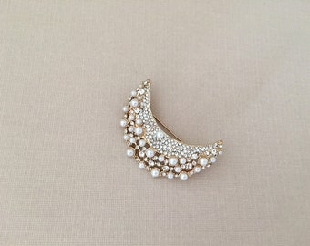 Gold Moon Brooch.Crescent Moon Brooch.Rhinestone Pearl.Pearl Moon Brooch.Gold Moon broach.Gold Moon Pin.Vintage Style.Crystal