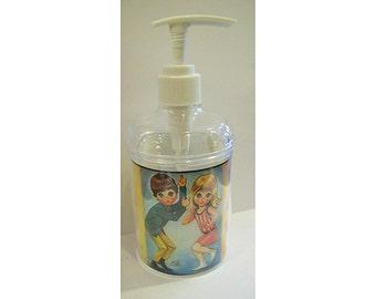 big eye soap dispenser retro vintage sad eye print bathroom decor Sixties mod kitsch