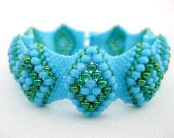 Bumpy Peyote Bracelet  / Seed Bead Bracelet in Turquoise Blue and Rainbow Green / Beaded Bracelet / Beadwork Bracelet / Beadwoven Bracelet