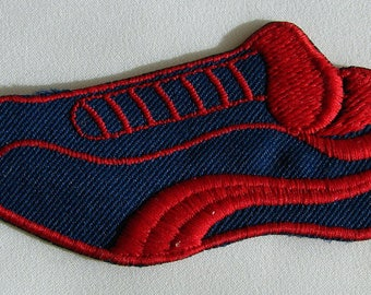 Shield patch sewing tennis shoe