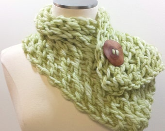 Merino Luxury Wool Button Scarf, Chunky Knit Short Scarf in Celery Green, Merino Wool Knit Scarf With Button, Fall Trends, Knit Green Scarf