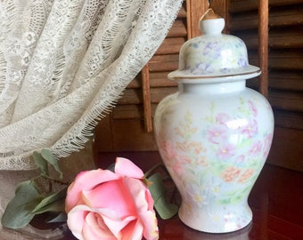 Pastel Floral Ginger Jar Porcelain Bird Vase with Lid Hand Painted Roses Daisy Nargis Lily Gilded Finial Garden Bouquet Wedding Bridal Gift
