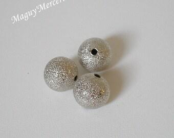 Set of 3 iridescent silver round beads