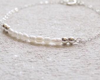 Dainty Bracelet | Minimal Bracelet | Freshwater Pearl Bracelet | Silver Bracelet | Minimalist Jewelry| Sterling Silver | Beaded Bracelet