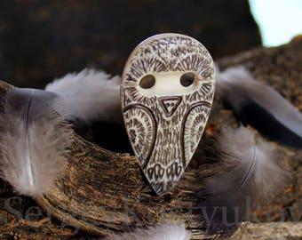 "Tatting shuttle ""Virtuoso Owl"" - Bone carving - Frivolite shuttle - Hand carved bone tatting shuttle - Owl - Bone Owl."