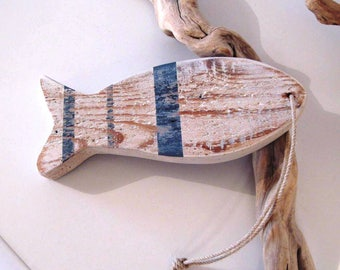 Deco Navy. Fish placed or suspended. White/blue