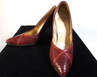 RENAZZO Red Pumps Size 7.5 AA 7-1/2 Narrow