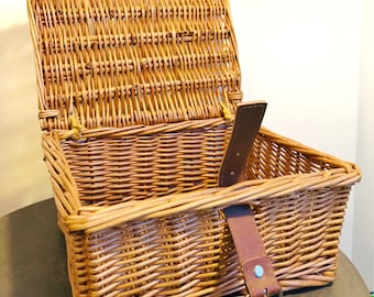 Small vintage hinged wicker picnic basket with buckle - vintage camping - retro kitchen decor