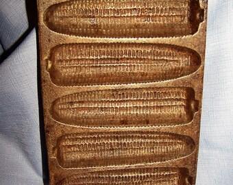 Vintage Cast Iron Cornbread Pan - Cornstick Ear