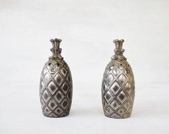 Vintage Pineapple Salt & Pepper Shakers // Unique Salt and Pepper // Housewarming Gift // Pineapple Decor // Tropical Style // Tiki Hut