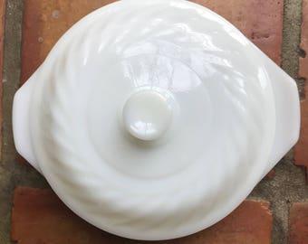 Anchor Hocking FireKing Ovenware 1.5 quart milk glass swirl casserole dish